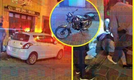 ¡Choque de una motocicleta contra un auto estacionado en Lagos de Moreno dejó 1 lesionada!