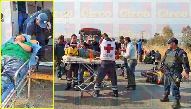 ¡2 mujeres lesionadas, una de gravedad, tras caer de una motocicleta en Lagos de Moreno!