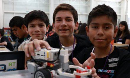 ¡Alumnos de primaria y secundaria participan en Competencia Estatal de Robótica!
