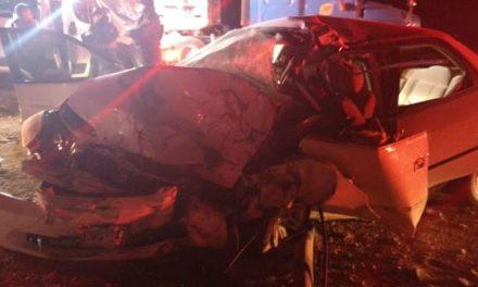¡Choque entre un auto y un tráiler dejó 1 saldo de 1 muerto y 2 lesionados en Aguascalientes!