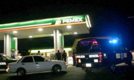 ¡2 pistoleros asaltaron una gasolinería en Aguascalientes y se llevaron $1,200 en efectivo!