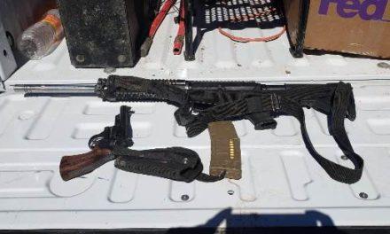 ¡Detuvieron a 3 sujetos con un arsenal, vehículos, droga y equipo táctico en Pánfilo Natera!