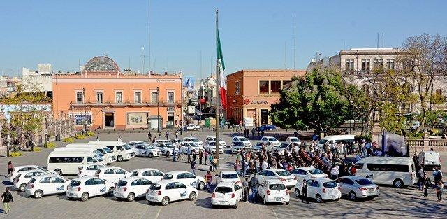 ¡Entrega el gobernador vehículos a Escuelas Normales de Aguascalientes por 12.9MDP!
