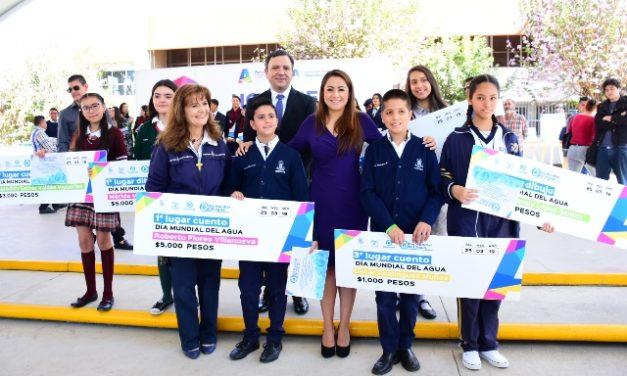 """¡Premia Tere Jiménez a ganadores del concurso """"Todos Juntos por el Agua""""!"""