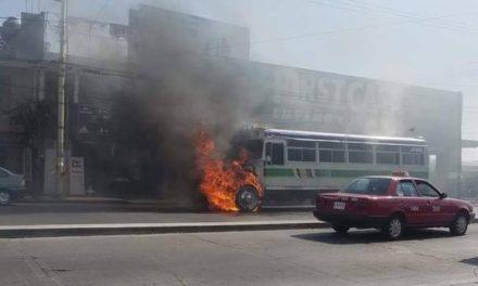 ¡Se incendió un camión urbano en Aguascalientes al estar de servicio!