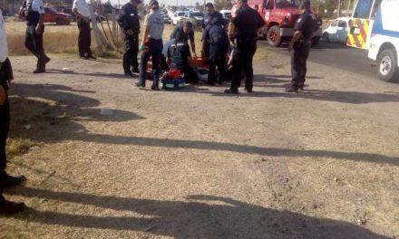 ¡Un policía municipal resultó lesionado tras caer de una moto-patrulla en Aguascalientes!