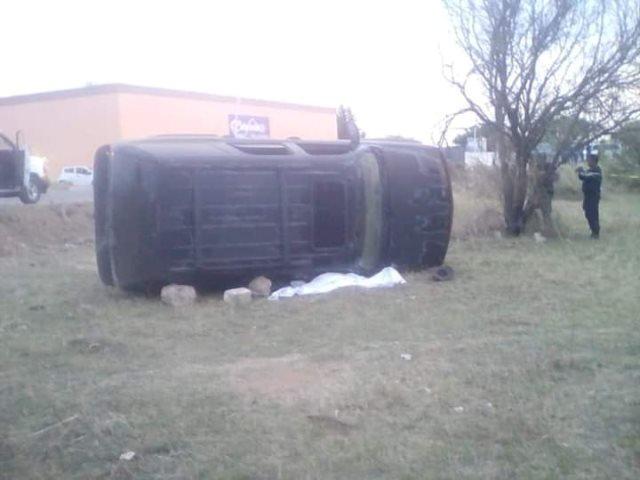 ¡Hombre murió aplastado por su camioneta que se volcó en Río Grande, Zacatecas!