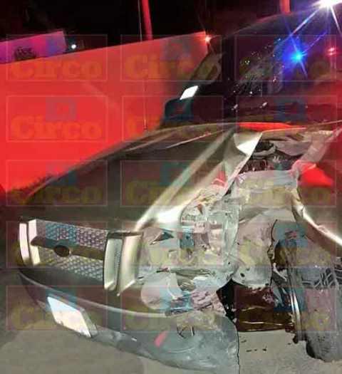 ¡1 lesionado tras choque de una camioneta contra un poste de luz en Lagos de Moreno!