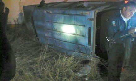¡Jóvenes ebrios se volcaron en una camioneta en Guadalupe: 2 muertos y 2 lesionados!