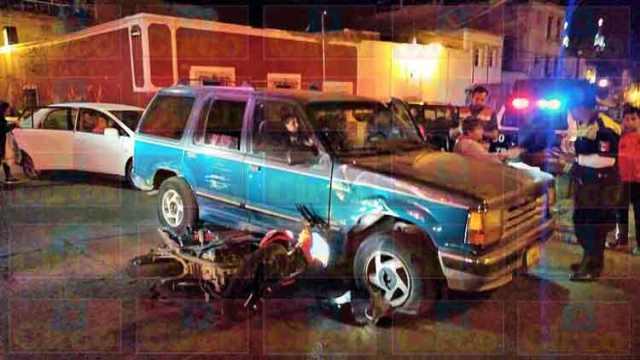 ¡Alcoholizado motociclista lesionado tras chocar contra una camioneta en Lagos de Moreno!