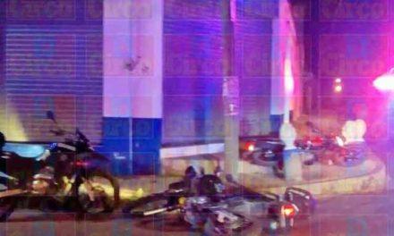 ¡Choque entre 2 motocicletas dejó a un policía municipal y a un civil lesionados en Lagos de Moreno!