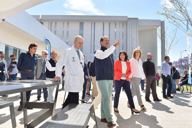 ¡Inaugura el gobernador MOS espacio con servicios exclusivos para los familiares de pacientes del CHMM!