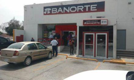 ¡Asaltaron a una cuentahabiente dentro de un banco Banorte en Aguascalientes!