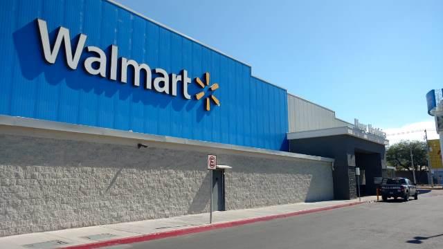 ¡Solitario pistolero asaltó una tienda Walmart en Aguascalientes y se llevó $26 mil!