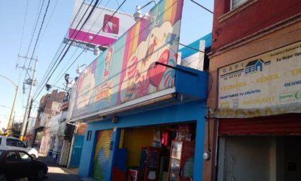 ¡2 pistoleros asaltaron una dulcería en Aguascalientes y se llevaron $200 mil!