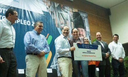 ¡Entrega el gobernador Martín Orozco apoyos por 1.5mdp para proyectos de fomento al autoempleo!