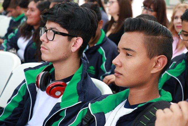 ¡Destina IEA becas para alumnos tutores de compañeros con rezago en bachillerato!