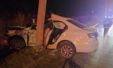 ¡Joven automovilista murió tras estrellarse contra un poste de la CFE en Aguascalientes!
