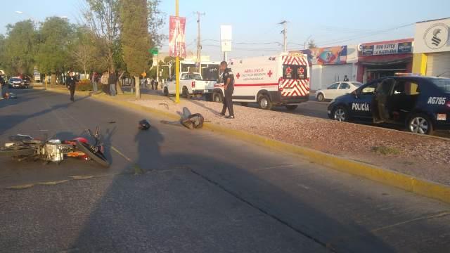 ¡Motociclista atropelló a una adolescente y ambos resultaron lesionados en Aguascalientes!