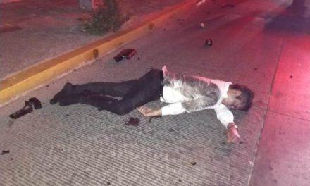 ¡Joven automovilista se mató tras estrellarse contra un pilar de un puente peatonal en Aguascalientes!