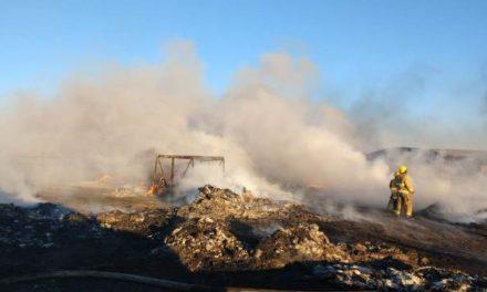 ¡Rescataron a 2 mujeres y 2 niños de un incendio en una recicladora en Aguascalientes!