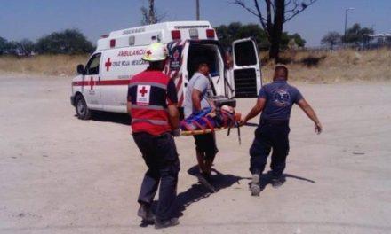 ¡Volcadura de una camioneta dejó 3 lesionados en Encarnación de Díaz!