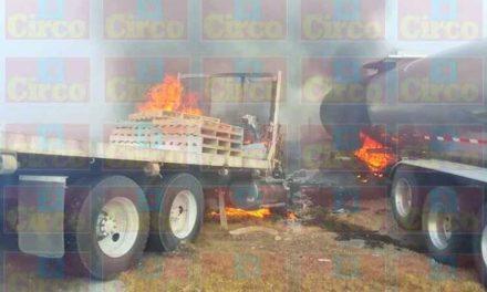¡3 lesionados dejó choque e incendio entre un torton y un tráiler en Ojuelos!