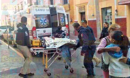 ¡Grave joven motociclista impactado y aplastado por un camión de transporte de personal en Lagos de Moreno!
