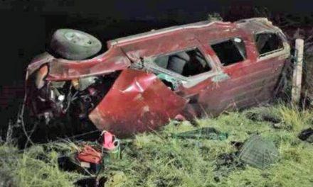 ¡3 jóvenes muertos tras la volcadura de una camioneta en Saín Alto!