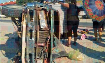 ¡Grave niña tras la volcadura de una camioneta por una falla mecánica en Lagos de Moreno!