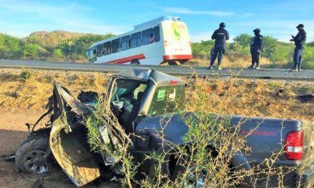 ¡Choque entre un autobús y una camioneta dejó 1 muerto y 15 estudiantes lesionados en Río Grande!
