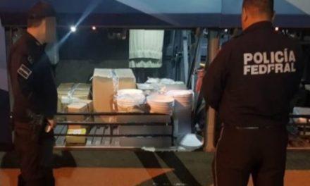 ¡Policías federales y militares aseguraron más de 90 litros de metanfetamina líquida en un autobús de pasajeros!