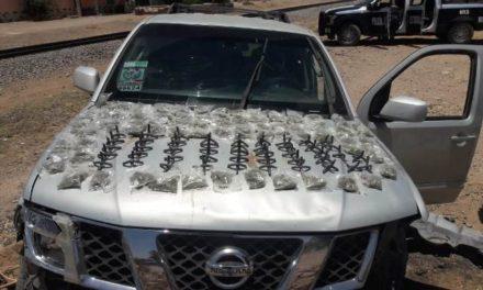 ¡La PEP detuvo a sujeto con droga, dispositivos poncha llantas y un auto robado en Noria de Ángeles!
