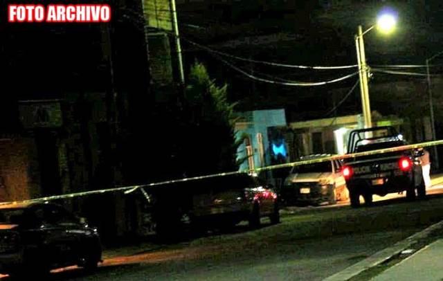 ¡Ejecutaron a un hombre e hirieron a su esposa e hijo en Luis Moya!