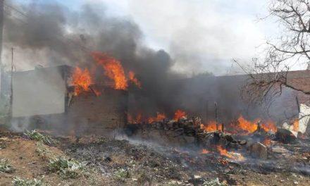 ¡Impresionante incendio en una casa-habitación en Aguascalientes!