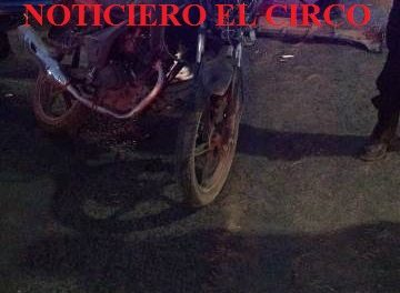 ¡2 motociclistas lesionadas tras chocar contra un auto en Lagos de Moreno!
