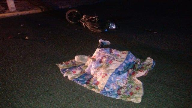 ¡Tráiler impactó una motocicleta en Aguascalientes: 1 muerto y 1 lesionado!