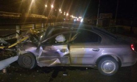 ¡Ya fue identificado el automovilista que murió tras estrellarse contra una barrera de contención en Aguascalientes!