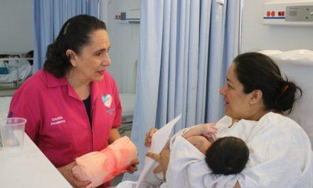 ¡Rinden homenaje a las madres en su día en el Hospital de la Mujer!