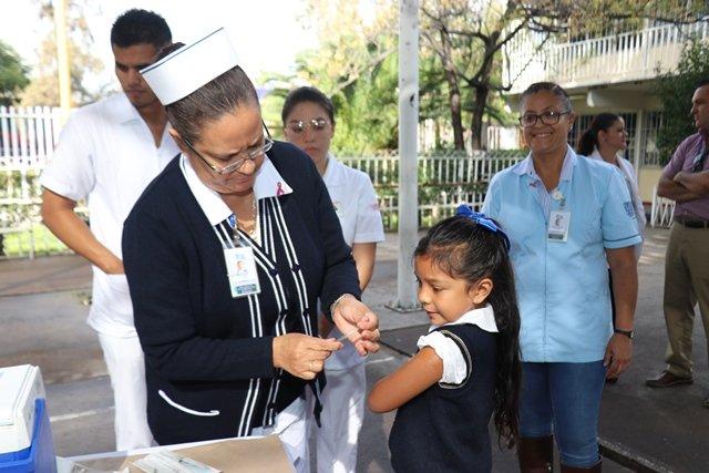 ¡Sector Salud aplica la segunda dosis de la vacuna de VPH a niñas de quinto año de primaria u once años de edad!