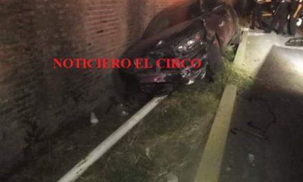 ¡Automóvil se estrelló contra un poste de luz en Lagos de Moreno!