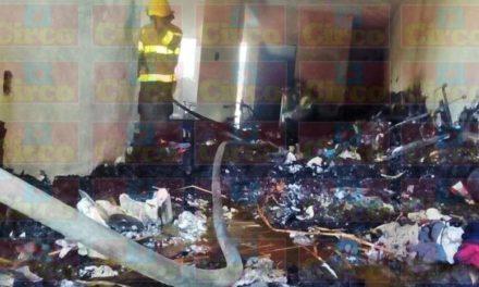 ¡Devastador incendio acabó con una casa en Lagos de Moreno!