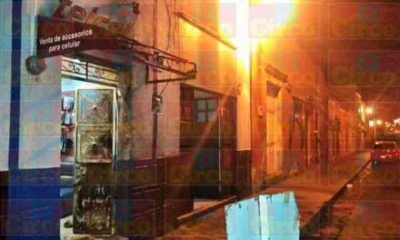 ¡2 sujetos pretendieron incendiar un par de negocios en Lagos de Moreno!