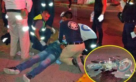¡Motociclista chocó contra una camioneta en Lagos de Moreno y resultó lesionado!