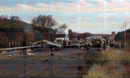 ¡Choque entre un tráiler maderero y una camioneta dejó 1 muerto y 2 lesionados en Fresnillo!
