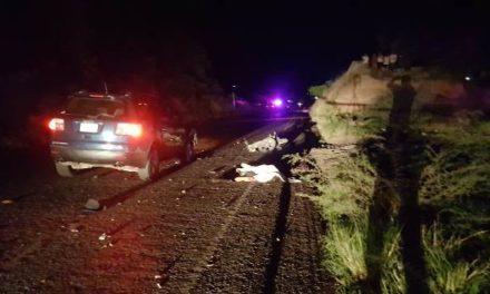 ¡Choque frontal entre una motocicleta y una camioneta dejó 1 muerto y 1 lesionado en Aguascalientes!