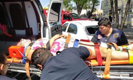 ¡Fuerte accidente en Aguascalientes dejó a una mujer lesionada de gravedad!