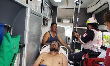 ¡Graves 2 hombres quemados tras incendiarse un camión asfaltador en Aguascalientes!