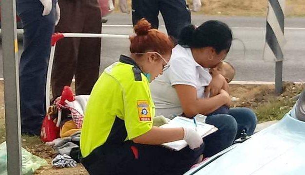 ¡Niña y bebé murieron tras volcadura de una camioneta en Aguascalientes!