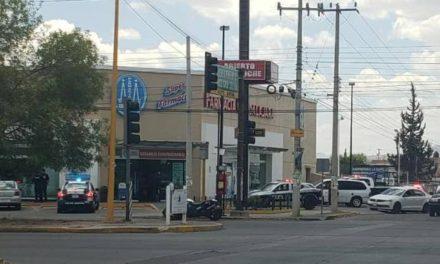 ¡Pistoleros asaltaron 3 Farmacias Guadalajara en una hora en Aguascalientes!